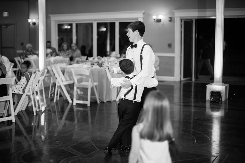 0983_Josh+Lindsey_WeddingBW.jpg