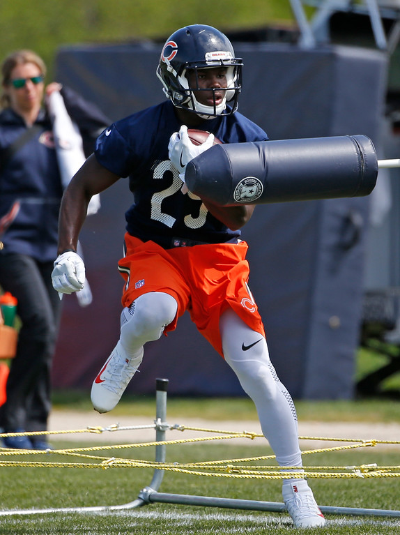 . Chicago Bears running back Tarik Cohen works out during NFL football rookie minicamp in Lake Forest, Ill., Friday, May 12, 2017. (AP Photo/Nam Y. Huh)
