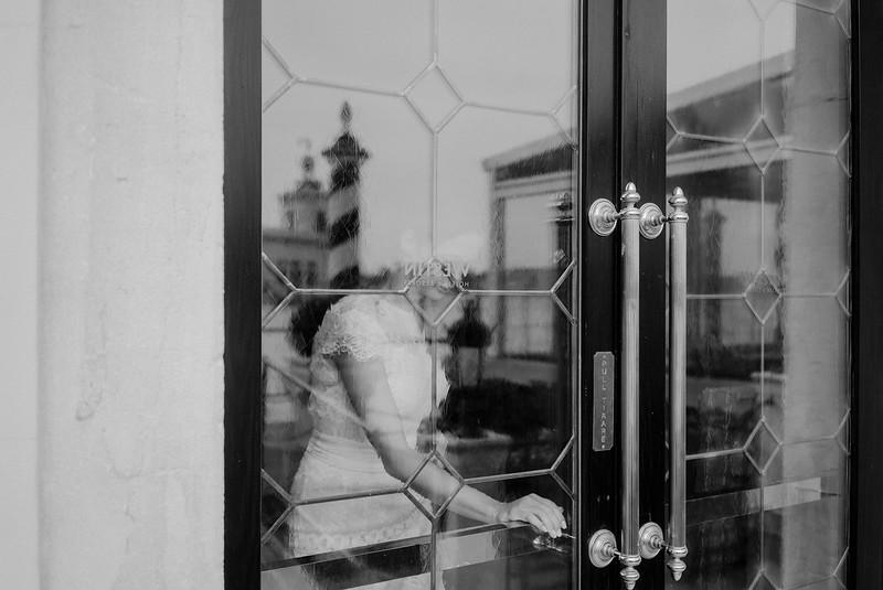 Tu-Nguyen-Destination-Wedding-Photographer-Elopement-Venice-Italy-Europe-w12.jpg