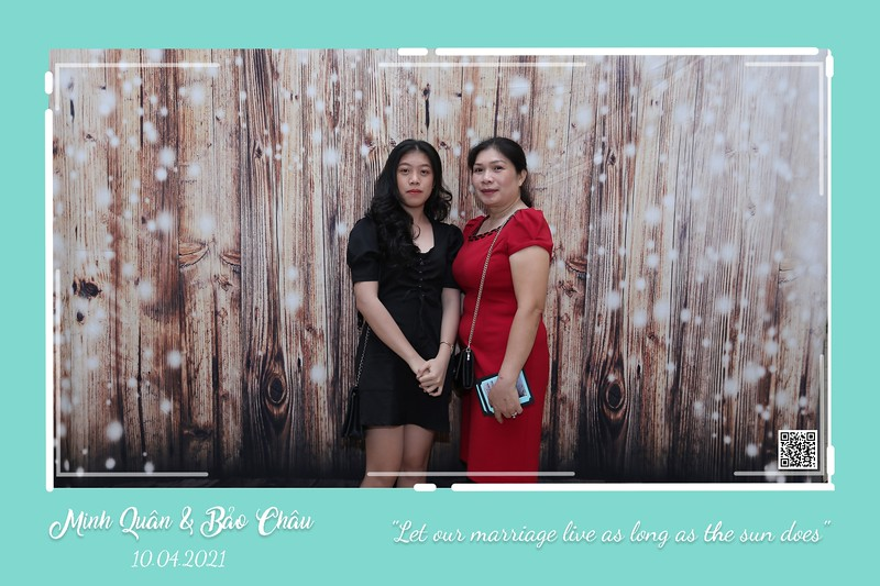 QC-wedding-instant-print-photobooth-Chup-hinh-lay-lien-in-anh-lay-ngay-Tiec-cuoi-WefieBox-Photobooth-Vietnam-cho-thue-photo-booth-021.jpg