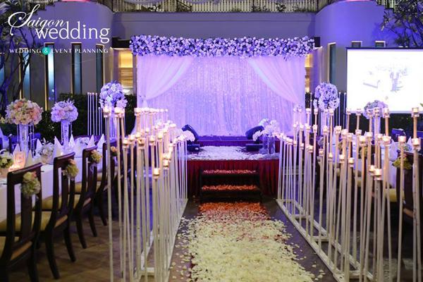 Tiệc cưới lãng mạn tại khu vườn ngoài trời trong xanh 6