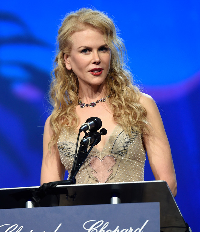 ". Nicole Kidman accepts the international star award for ""Lion\"" at the 28th annual Palm Springs International Film Festival Awards Gala on Monday, Jan. 2, 2017, in Palm Springs, Calif. (Photo by Chris Pizzello/Invision/AP)"