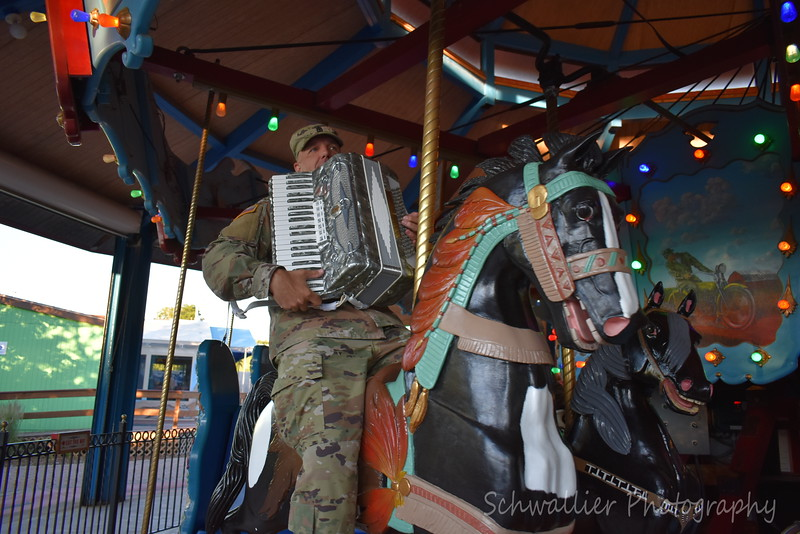 2018 - 126th Army Band Concert at the Zoo - Tune over by Heidi 025.JPG