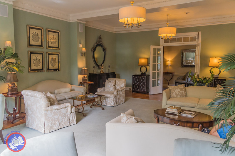The Parlor of the King's Daughters Inn (©simon@myeclecticimages.com)