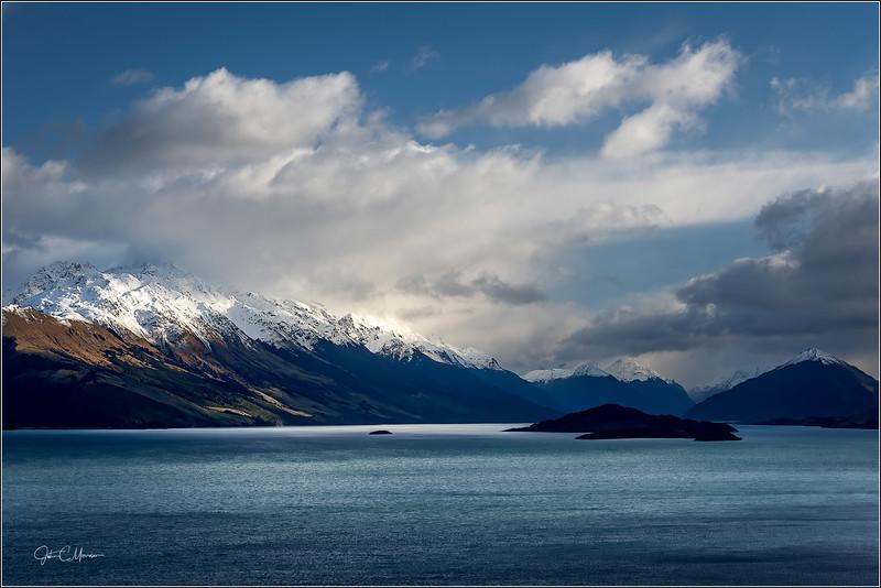 JZ7_5158 Lake Wakatipu NZ LPTr2W.jpg