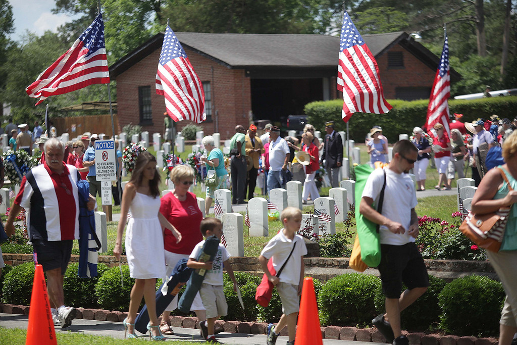 . A large crowd leaves after a Memorial Day service at the national cemetery in New Bern, N.C., Monday, May 26, 2014. (AP Photo/The New Bern Sun Journal, Chuck Beckley)