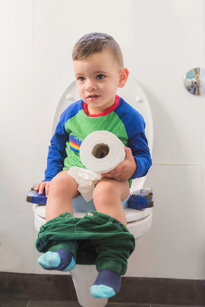 Potette_Toilet_Training_Seat_Lifestyle_Blue&Navy_Boy_On_Potty_Holding_Loo_Roll.jpg