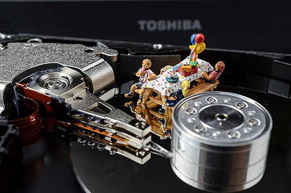 """0913 Technology  Happy birthday to the hard disk, which was invented on September 13, 1956 by an IBM team led by Rey Johnson (considered as """"father"""" of the disk drive).   Ironically, I have a sick hard drive ... I should check it for little cake crumbs."""