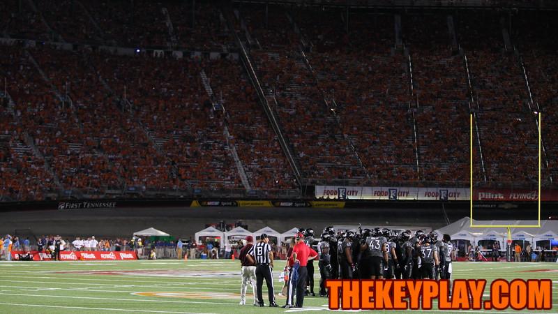 The Hokies huddle up at the start of the fourth quarter. (Mark Umansky/TheKeyPlay.com)