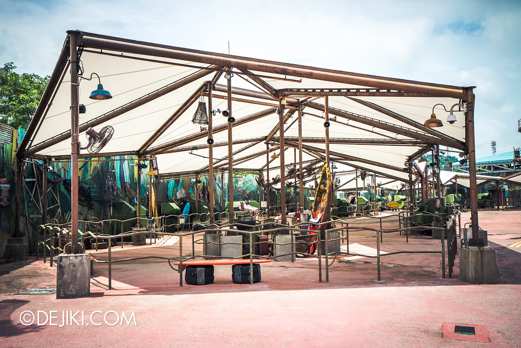Universal Studios Singapore - Park Update May 2016 / Waterworld Queue