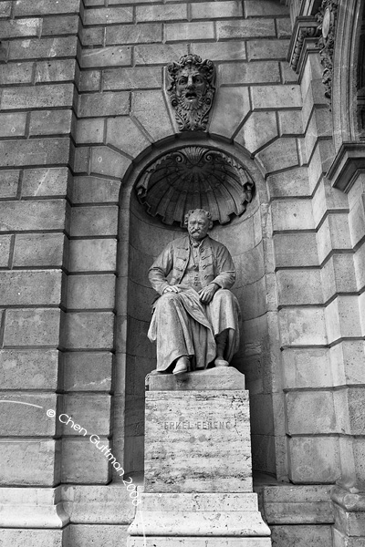 Hungarian State Opera House entrance - here you see the statue of Ferenc Erkel, a famous Hungarian composer that lived in the 19th century.