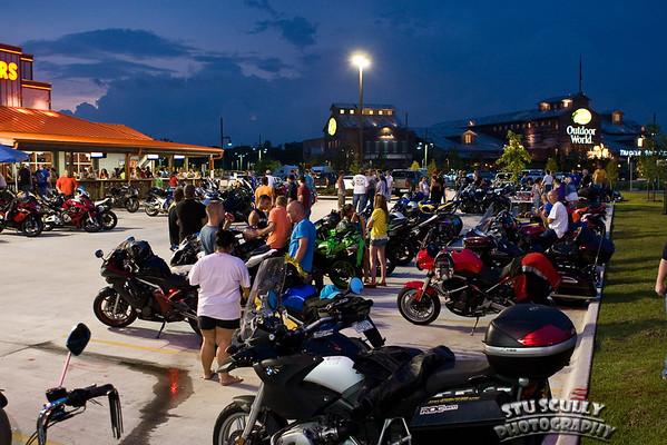 May Hooters Bike Night