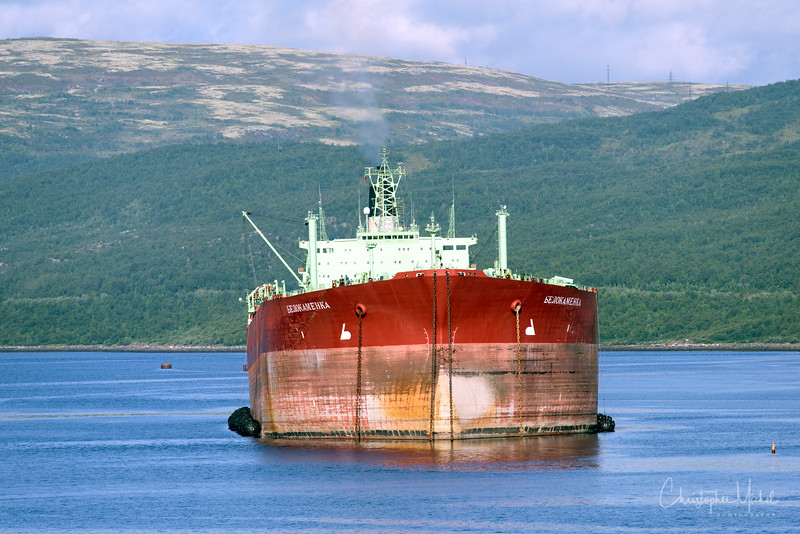 Tanker near murmansk.jpg