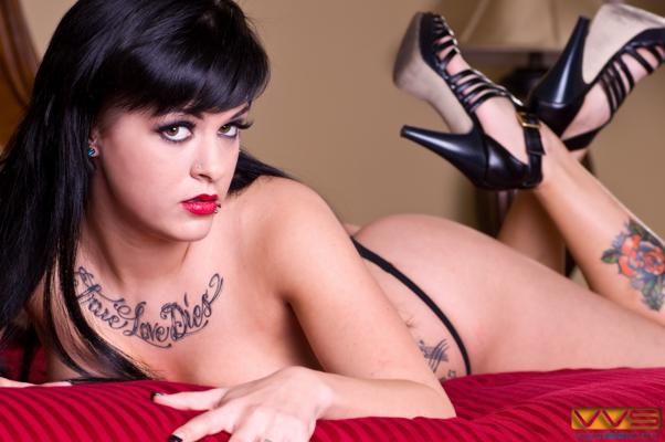 http://realdealphotography.smugmug.com/Models/Vegas-Vision-Studios-Weekend/DSC5842/797907461_mSdzE-XL.jpg