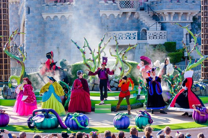 Disneyland Paris celebrates Halloween with Disney Villains castle show and more