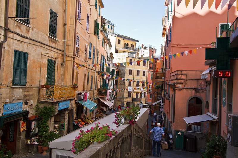 What a colorful street life scene at Riomaggiore.