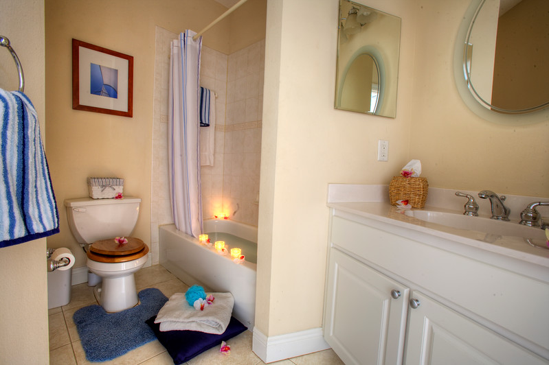 2nd gurest Bath.jpg