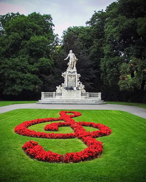 Mozart Monument, Burggarten