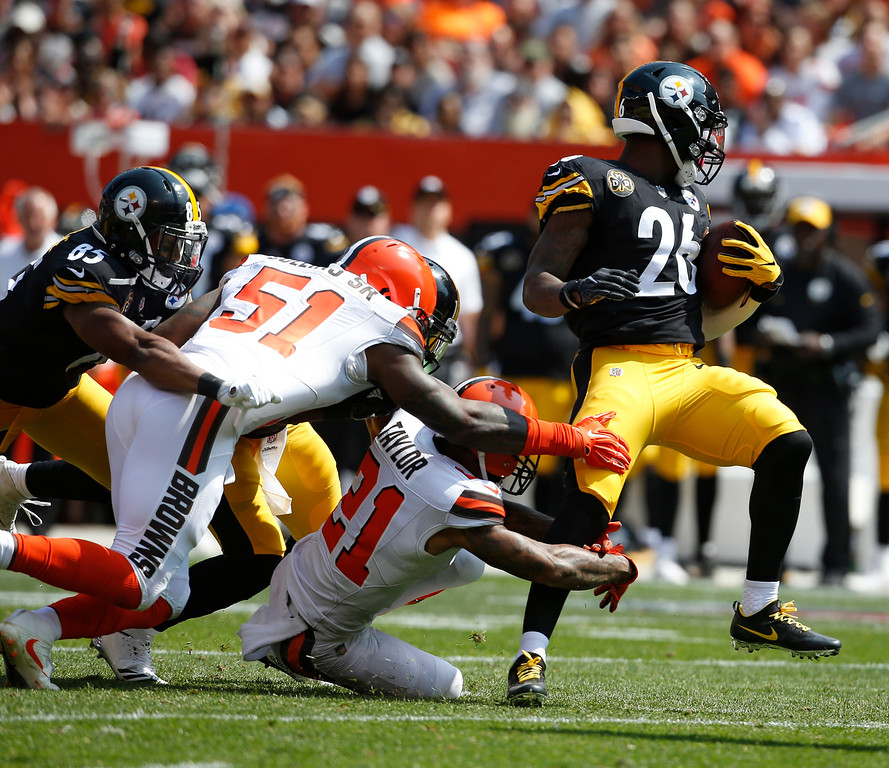. Pittsburgh Steelers running back Le\'Veon Bell (26) rushes against the Cleveland Browns during the first half of an NFL football game, Sunday, Sept. 10, 2017, in Cleveland. (AP Photo/Ron Schwane)