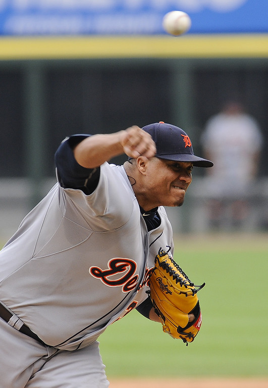 . Detroit Tigers starting pitcher Alfredo Simon delivers against the Chicago White Sox during the first inning of a baseball game in Chicago on Sunday, June 7, 2015. (AP Photo/Matt Marton)