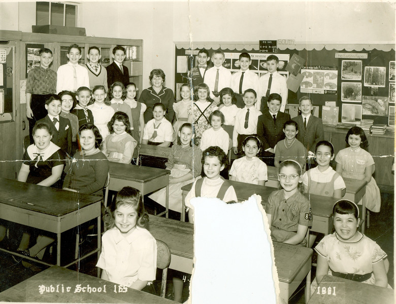Susan-Class Picture 1961.jpg