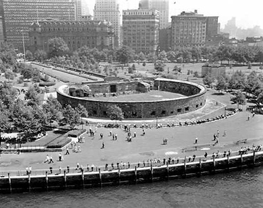 Castle_Clinton_National_Monument_in_Battery_Park_-_New_York_City_-_Areal_view_-_1961.jpg