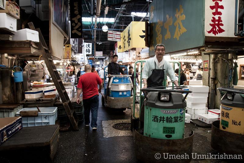 Tsukiji Fish Market 015.jpg