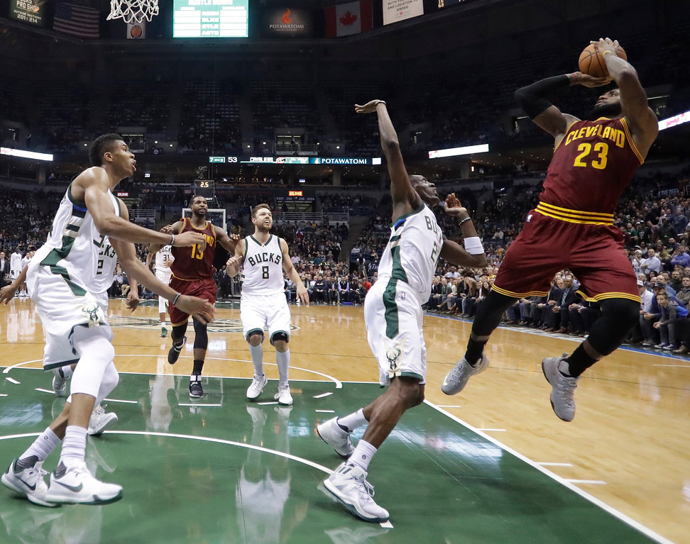 . Cleveland Cavaliers\' LeBron James shoots during the first half of an NBA basketball game against the Milwaukee Bucks Tuesday, Nov. 29, 2016, in Milwaukee. (AP Photo/Morry Gash)