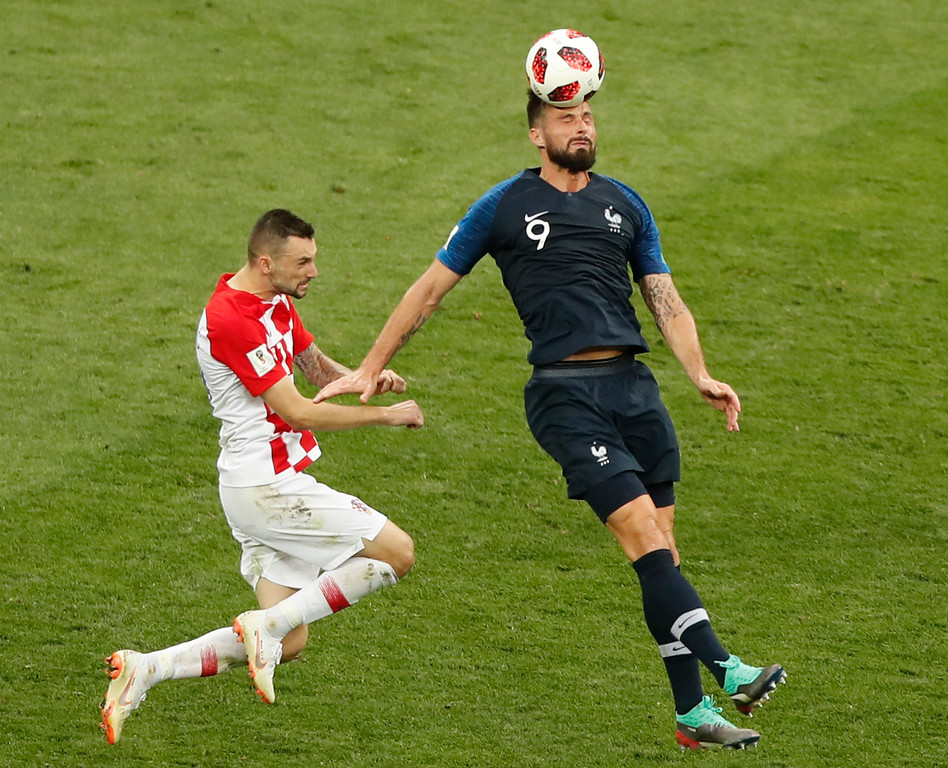 . Croatia\'s Mario Mandzukic, left, and France\'s Olivier Giroud challenge for the ball during the final match between France and Croatia at the 2018 soccer World Cup in the Luzhniki Stadium in Moscow, Russia, Sunday, July 15, 2018. (AP Photo/Frank Augstein)