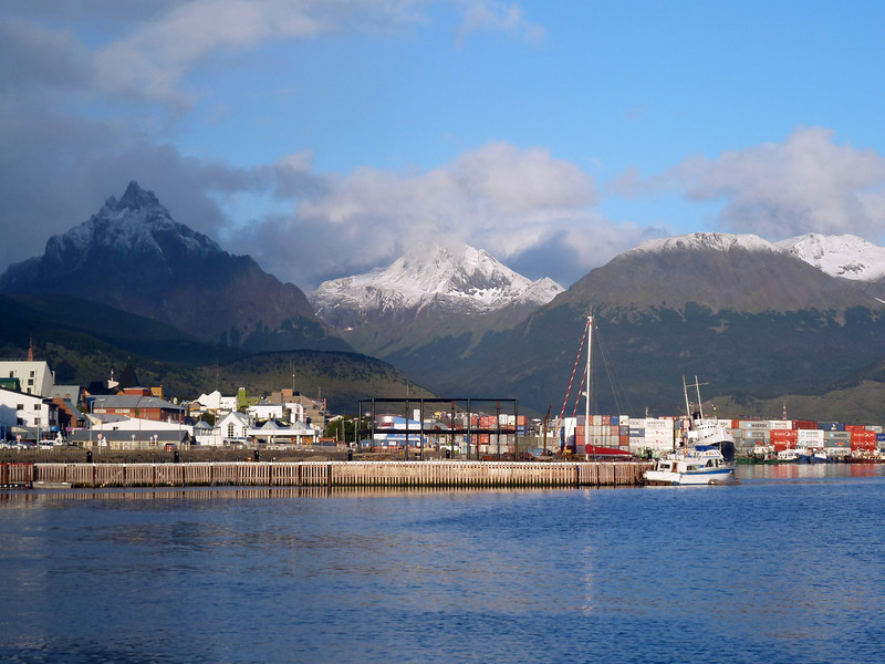 Ushuaia has gorgeous scenery 2011-01-13 21:03:07 by Nathan Hoover