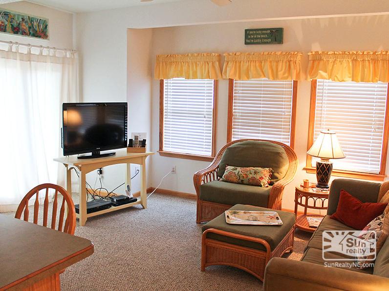 Living Area w-Balcony Access