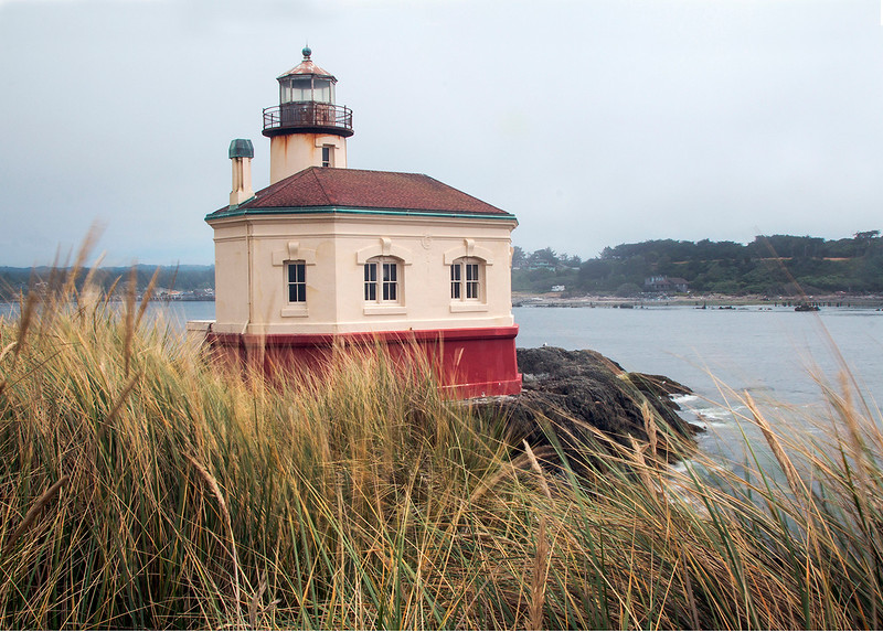 Coquille lighthouse.jpg