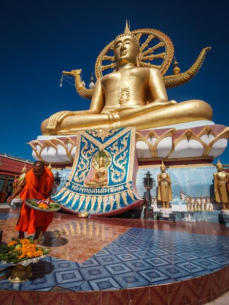 Vivid colors in this life scene at the Big Buddha Temple of Ko Samui.