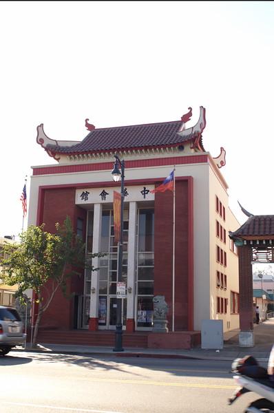 ChineseConsolidatedBenevolentAssoc016-ViewFromAcrossBroadway-2006-9-18.jpg