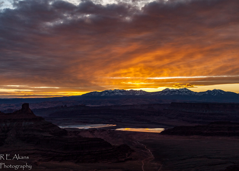 Sunrise over LaSal Mountains 7964.jpg