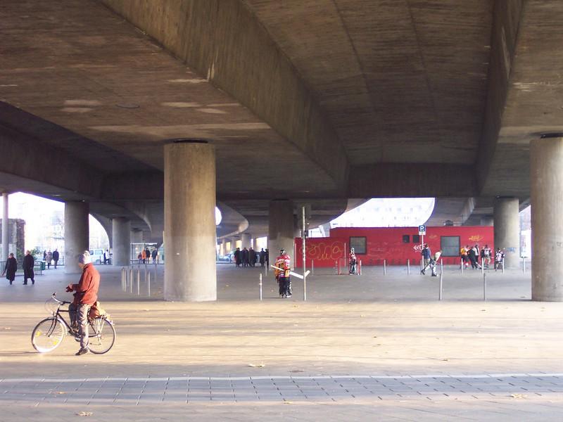 Düsseldorf. Hockey under the bridge