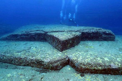 The 'Turtle' at Yonaguni Monument © Florine / WorldAdventureDivers.com