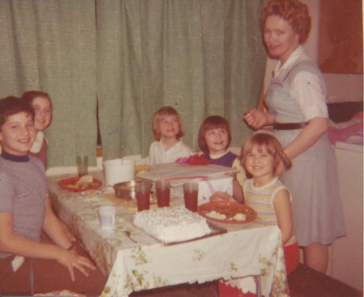 Jeff, Jeanette, Shari, Ramona, Annette & Lydia 1969.jpg