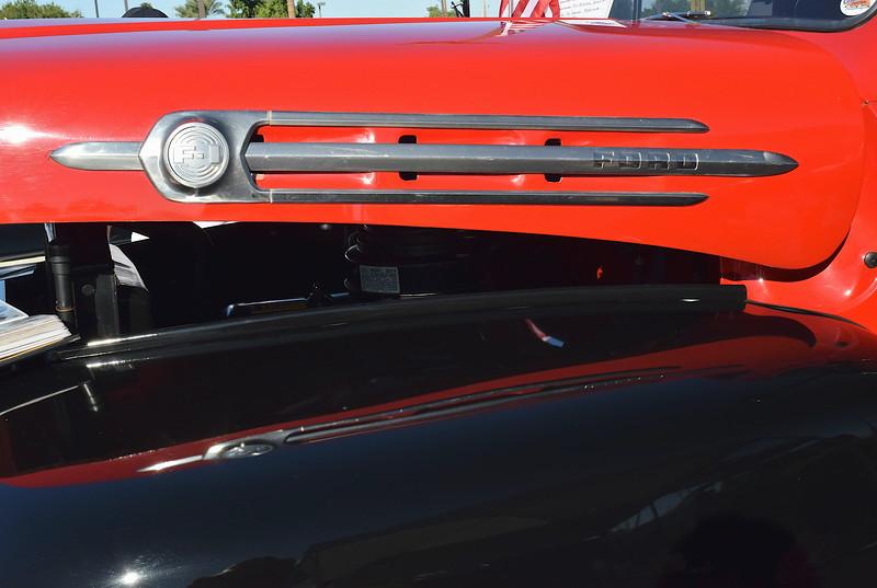 Ford 1952 pu F-1 hood side.JPG
