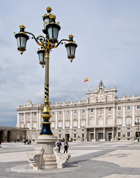 Tue 3/08 in Madrid: Royal light-post at in the Royal Palace courtyard