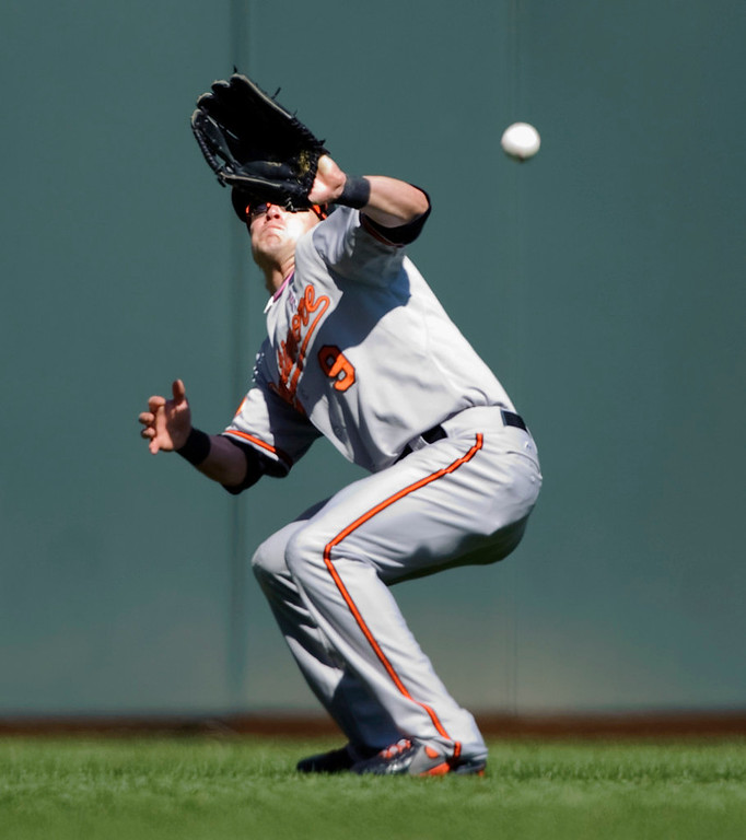 . Orioles left fielder Nate McLouth misplays a single in the sun by Minnesota\'s Josh Willingham during the eighth inning. (Photo by Hannah Foslien/Getty Images)
