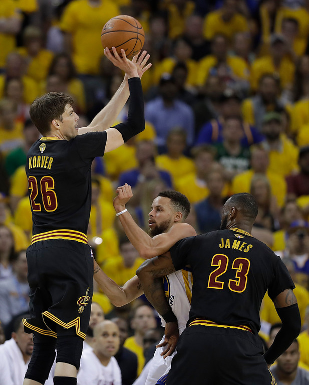 . Cleveland Cavaliers guard Kyle Korver (26) shoots against the Golden State Warriors during the first half of Game 2 of basketball\'s NBA Finals in Oakland, Calif., Sunday, June 4, 2017. (AP Photo/Marcio Jose Sanchez)