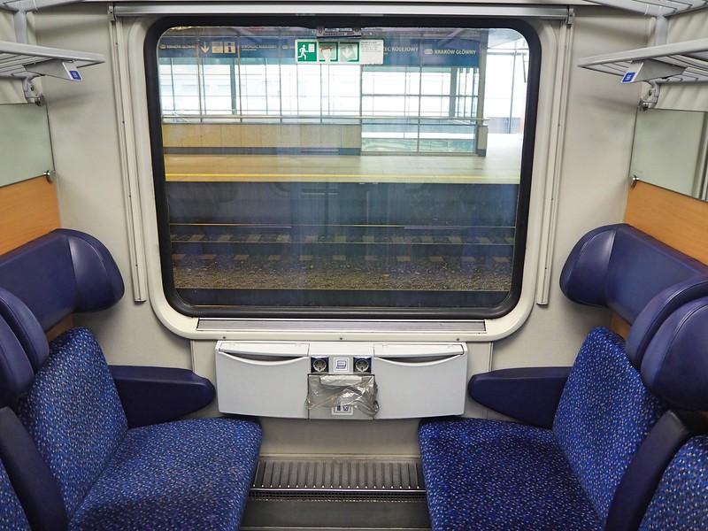 P7260005-6-seat-cabin.jpg