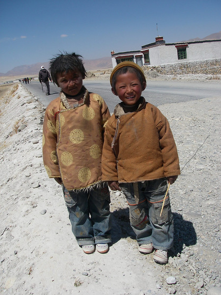 Kids from Tingri (4.320m = 14,173ft)
