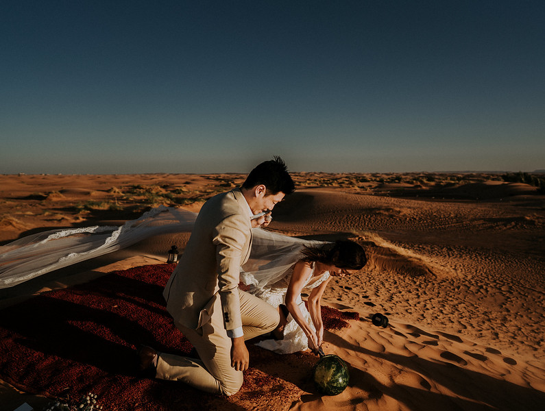 Tu-Nguyen-Destination-Wedding-Photographer-Morocco-Videographer-Sahara-Elopement-509.jpg