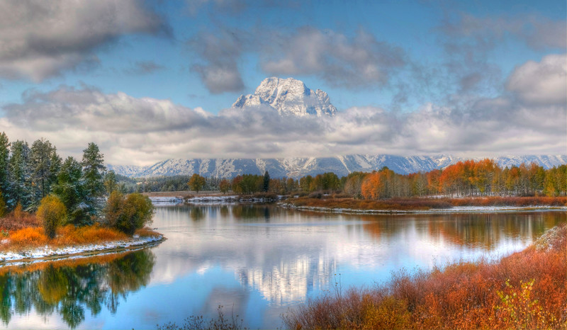 Autumn splendor at Oxbow Bend in the Grand Tetons