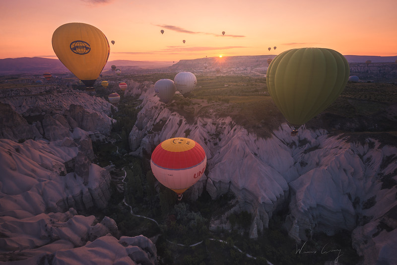 cappadocia-ballon-in-the-valley-2.jpg