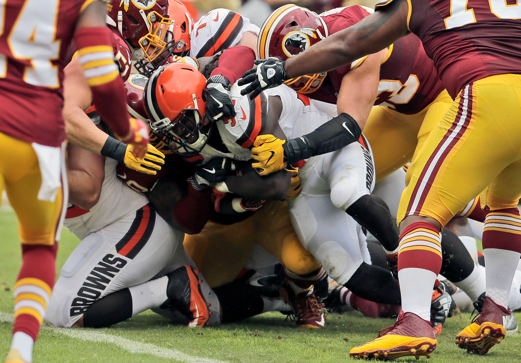 . Cleveland Browns running back Isaiah Crowell, center, lunges to score a touchdown during the first half of an NFL football game against the Washington Redskins, Sunday, Oct. 2, 2016, in Landover, Md. (AP Photo/Chuck Burton)