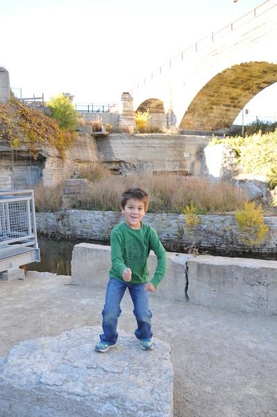 2014-10-25 Stone Arch Bridge 009.JPG