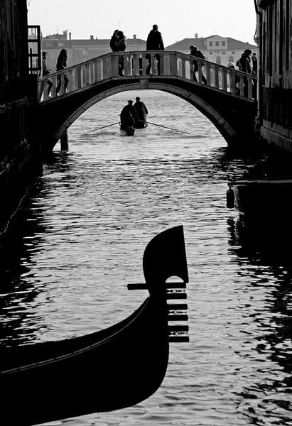 gondola3bw.jpg